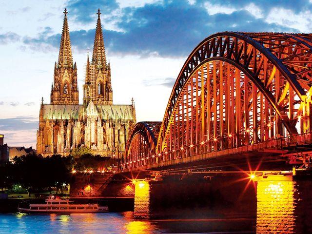 <法卢德荷比4晚5日循环游>巴黎集散 兰斯圣母院 莱茵河风景区 贝多芬广场 科隆大教堂 风车村 阿姆斯特丹(当地游)