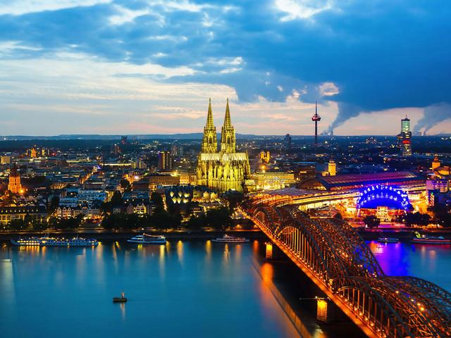 <荷比卢德法五国3晚4日游>巴黎集散、阿姆斯特丹游船、布鲁塞尔大广场、荷兰大风车、卢森堡大峡谷四日风情之旅(当地游)