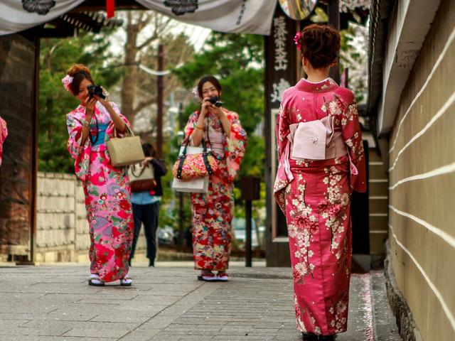 [圣诞]<京都奈良-伏见稻荷神社-二年坂-三年坂-锦市场+先斗町-奈良东大寺-神鹿公园1日游>当地参团 和服体验、自然体验之旅