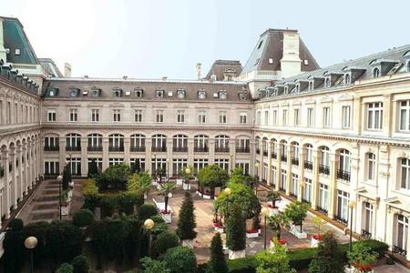 巴黎银星皇冠假日酒店