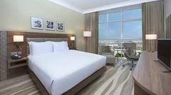 迪拜阿尔马拉卡巴特希尔顿花园酒店