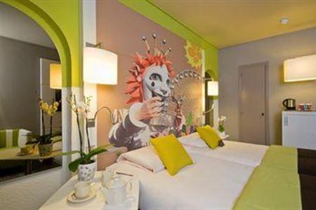 格里马尔迪尼斯中心美居酒店