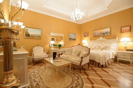 特雷齐尼皇宫酒店
