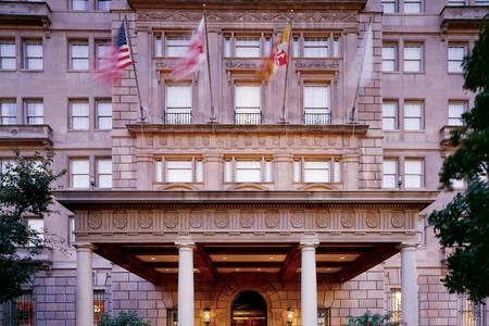 亚当斯甘草酒店