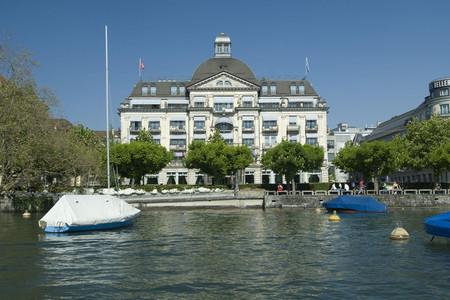 伊甸湖畔酒店