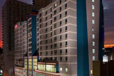 希尔顿迈阿密布里克尔市中心恒庭套房酒店