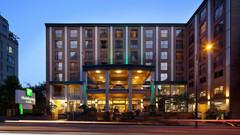 温哥华市中心假日套房酒店
