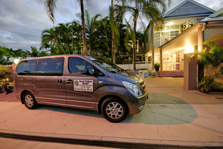 礁石棕榈汽车旅馆