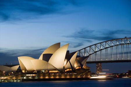 <澳大利亚-凯恩斯-布里斯班-黄金海岸-悉尼8日游>摩尔外堡礁/直升机/歌剧院入内/雨林缆车/可伦宾/升级八菜一汤/全程5星酒店