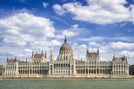 <东欧五国波兰+奥地利+捷克+匈牙利+斯洛伐克12日游>国航直飞,可申请联运,拒签全退,音乐之都维也纳,历史名城华沙,浪漫老城布拉格
