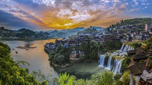 张家界-玻璃桥-天门山-凤凰九景高铁4日游