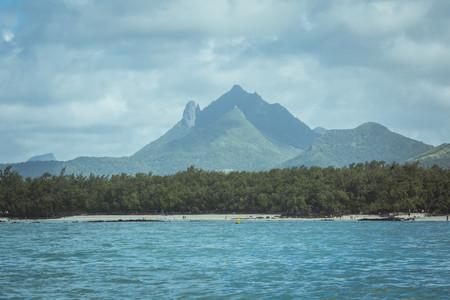 <毛里求斯7天深度之旅游>路易港,红顶教堂,鹿岛,七色土,快艇出海看海豚,鸟公园,
