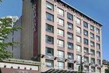 华美达温哥华市区套房酒店