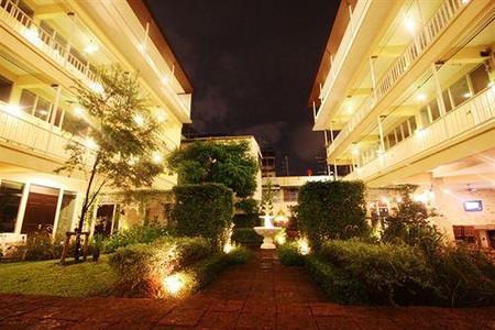 福恩那空阳台房与咖啡馆酒店