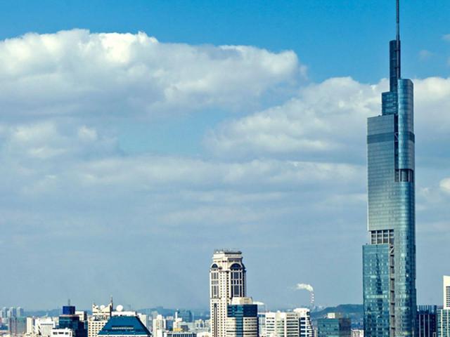 登顶紫峰大厦俯瞰整个南京城