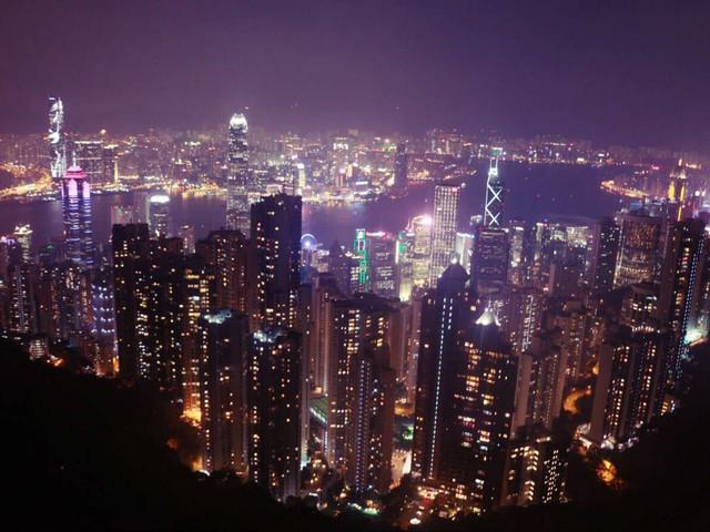 <香港2日游>0购物,天星小轮穿越维多利亚港,夜游太平山、避风塘舢板船,香港仔风味餐,市区近地铁口酒店可拼住,1天自由活动