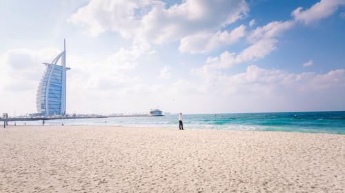 [国庆]<迪拜-阿布扎比6日游>B行程往返A380,豪车,香港直飞,0购物,沙漠冲沙,卢浮宫博物馆,全程国五,阿联酋航空