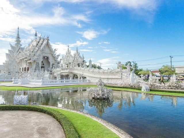 <泰国清莱白庙+黑庙+蓝庙一日游>清迈往返 另赠小菠萝 中文导游
