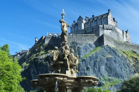 <英国机票+当地12日游>6人小团  伦敦进爱丁堡出 四星住宿升级1晚五星 华威城堡  温莎古堡 剑桥牛津双学院