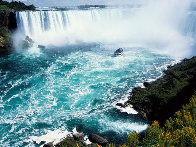 <加拿大尼亚加拉大瀑布一日游>多伦多往返 中英双语导游  震撼大瀑布 欣赏IMAX瀑布电影 品加拿大特产冰酒