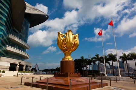 [五一]<香港2日游>純玩0購物,品米其林推薦餐廳,黃大仙祈福,尖沙咀海港城,太平山頂,1天自由活動,2成人1張上網卡和禮品,香港可拼住
