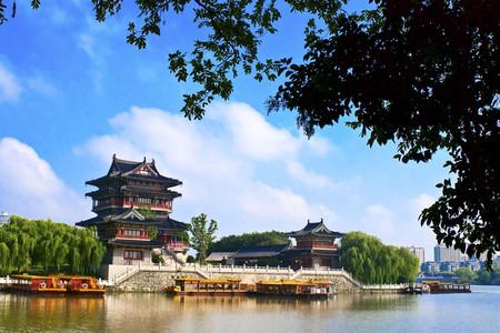 [春节]<泰州3日游>住万达嘉华酒店,含泳池、健身房,价值1288/桌年夜饭,特含温泉,辞旧迎新