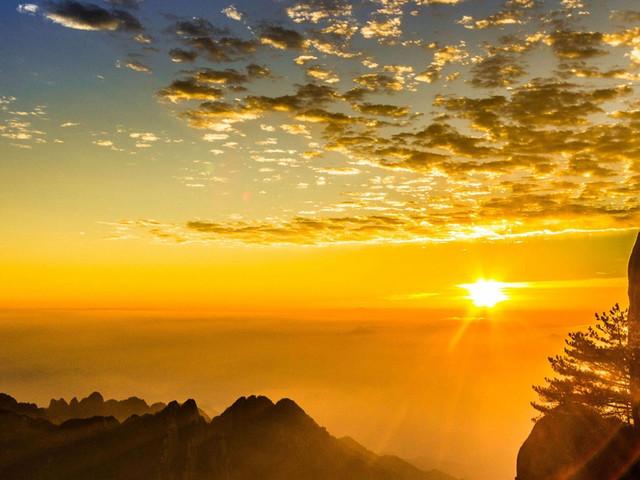 光明顶上赏日出、观云海