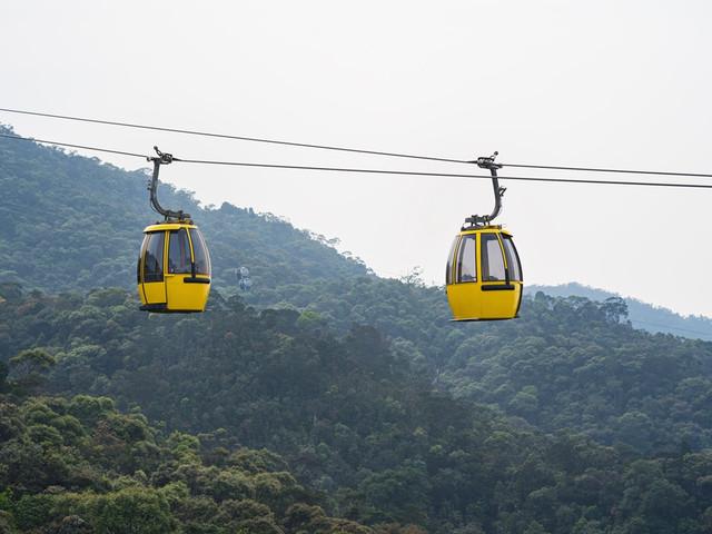 去巴拿山体验世界最长的缆车