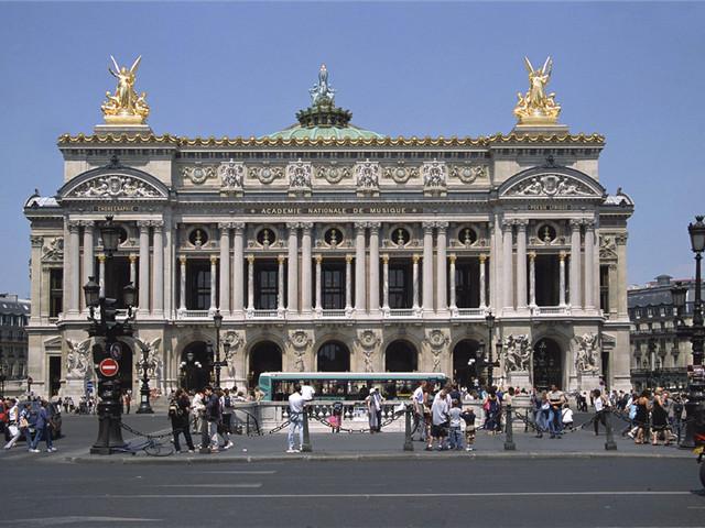 品味巴黎歌舞剧的优雅