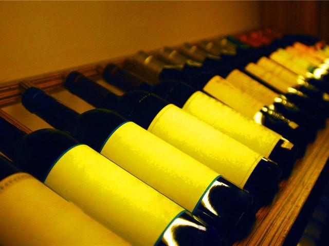 品一杯醇正的葡萄酒