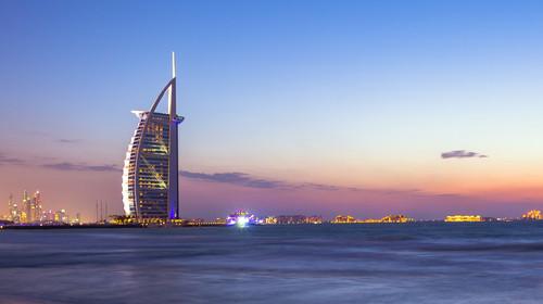 <迪拜-阿布扎比-沙迦6-7日游>七星帆船,卓美亚水上乐园/艾布姆旅游村,C线迪拜乐园度假村,香港EK直飞