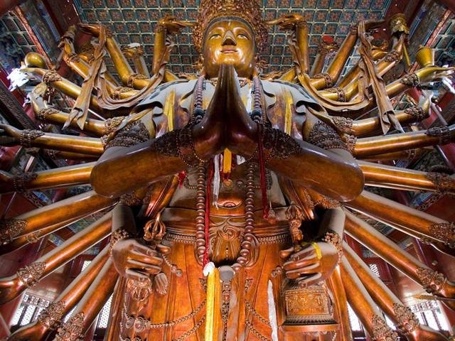 金漆木雕千手千眼观世音菩萨