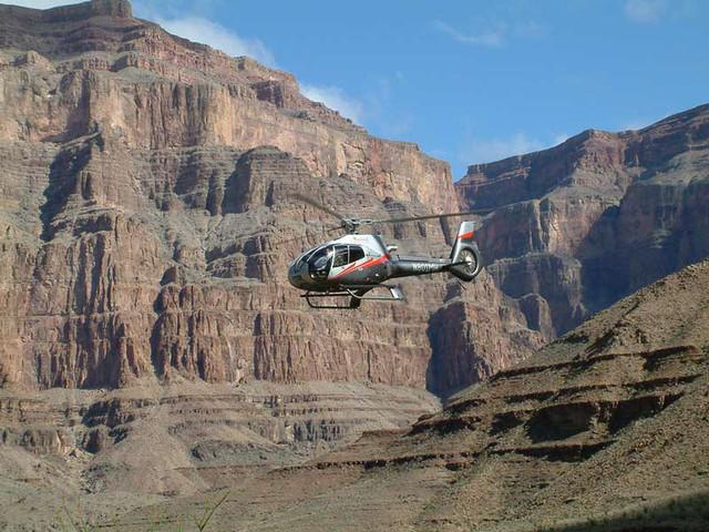 <拉斯维加斯大峡谷西缘直升机观光+地面游览>