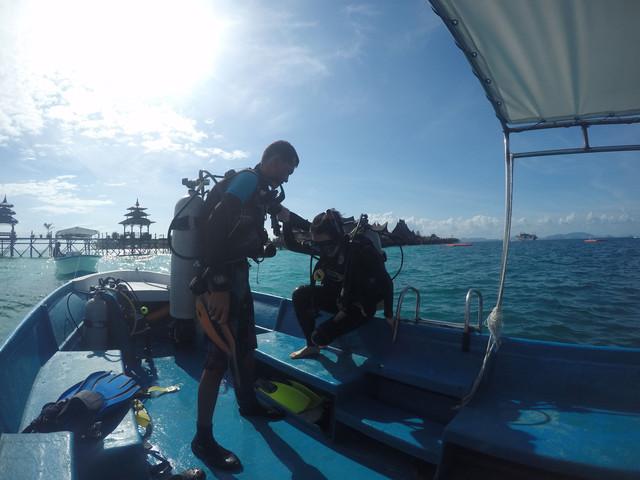 <沙巴仙本那3晚4天游>無需潛水證,體驗深潛(含水下數碼底片10張),敦沙卡蘭一日游,含接送機,民宿,珊瑚海水屋含玻璃船(當地參團)