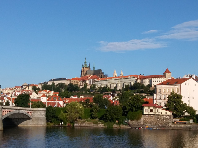 <德奧匈斯捷4晚5日游>法蘭克福集散、音樂之都維也納、小巴黎布達佩斯、布拉格深度游覽(當地參團)