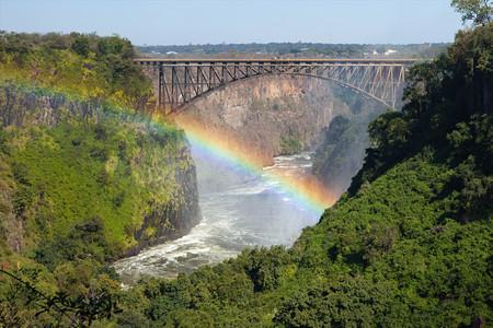 <纳米比亚+博茨瓦纳+津巴布韦+赞比亚16日游>10人小团 含小飞机 维多利亚瀑布  奥卡三角洲 赞比西河 鲸湾出海巡游 死亡谷 埃托沙公园