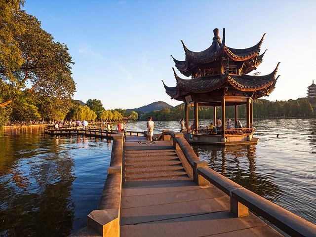 <【热门】 杭州西湖千岛湖乌镇千岛湖 专车接送包车服务 欣赏美丽风景  >   许仙和白娘子的爱情故事的发生地