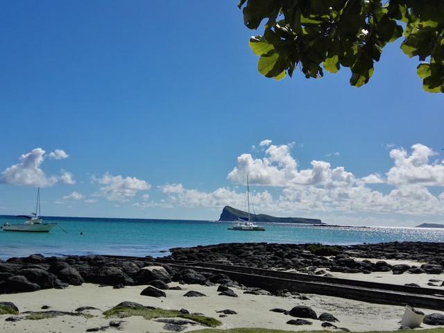<毛里求斯东部双岛一日游>鹿岛+灯塔岛+河海瀑布+BBQ+水上三项(海底漫步,沙发艇,滑翔拖?。?></div></a>             <div class=