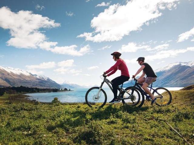 <新西兰 皇后镇牧场湖景自行车骑行半日游(观光船去TSS蒸汽船回 BBQ午餐/野餐可选)>