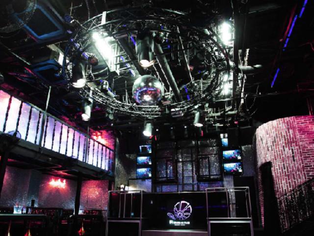 <大阪夜店酒吧 Club Ammona �A� 日本夜生活豪�A卡座�A��G遇>�S富精彩日本自由行夜生活,感受你所不知道的日本�L情文化