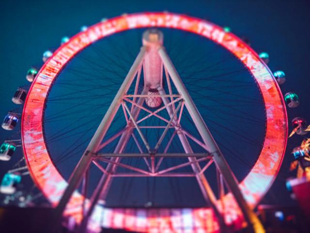 <上海大悦城摩天轮SKYRING>上海大悦城悬臂式屋顶摩天轮SKYRING