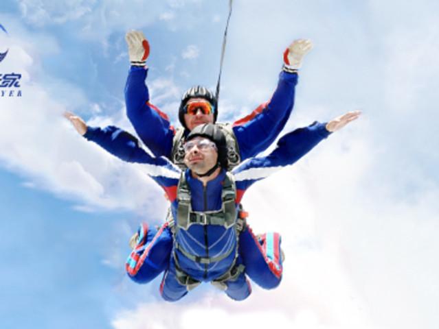<东北辽宁沈阳跳伞>3000米高空户外极限运动中国双人跳伞体验