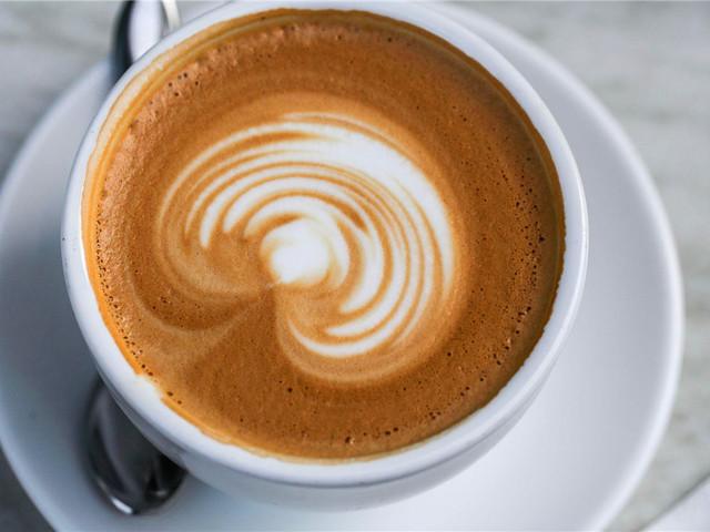 街头喝一杯咖啡