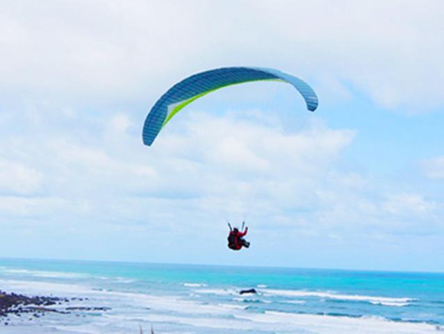 <海南三亚旅游陵水红角岭滑翔伞一日游双人户外滑翔伞体验低空飞行>