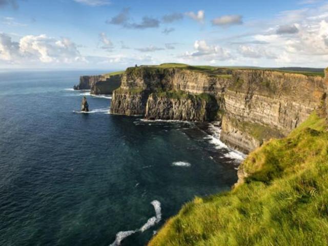 <西部愛爾蘭 莫赫懸崖+戈爾韋+康尼馬拉兩日游(都柏林出發+英文導游+含門票)>(當地參團)