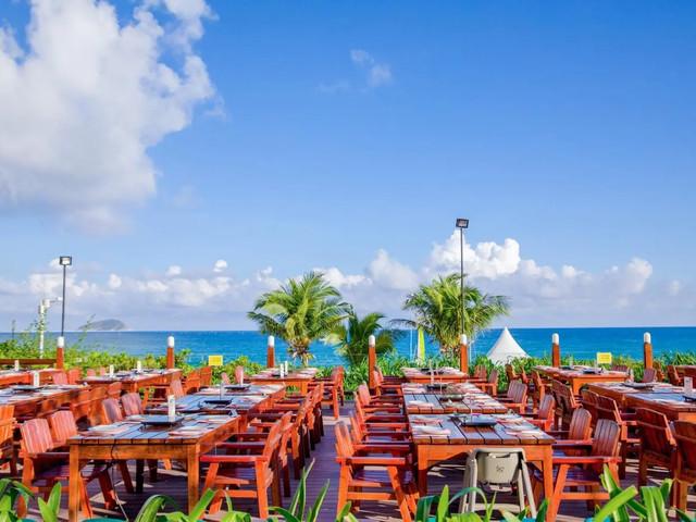 <三亚亚龙湾天域酒店晚餐·渔家火锅·草坪BBQ·含服务费>亚龙湾的繁华地段、饭后海边漫步、精彩表演、享受美食