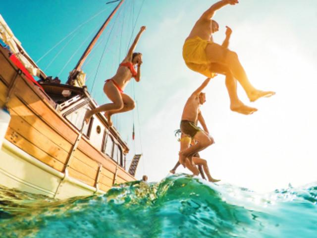 <普吉岛一日游>随船中文导游+自助午餐,皮皮岛+鸡蛋岛浮潜深潜体验,专业教练1对1辅导(当地参团)