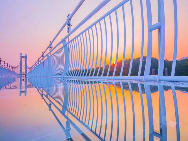 <广东清远英德宝晶宫景区门票>天宫玻璃桥、狮子山天梯、飞龙蹦极、天鹅湖滑索
