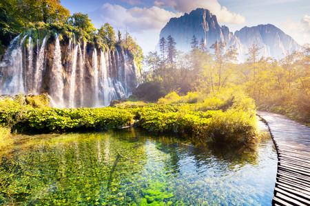 <克罗地亚-黑山-波黑-塞尔维亚-罗马尼亚-保加利亚15日游>纯正巴尔干、4星或一晚湖区特色酒店、吸血鬼城堡、全国收客免录指纹、WIFI
