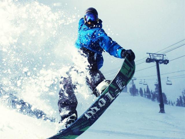 <万科松花湖滑雪一日游 >吉林起止 初级雪道滑雪3小时雪板 雪鞋 雪杖  高山缆车往返一次 赠送雪圈2小时滑雪头盔